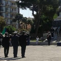 Deposizione corona di alloro al monumento ai caduti