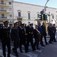 Corteo del 25 aprile in marcia verso la villa comunale