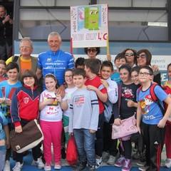 I Bimbi della don Cosmo Azzollini incontrani il Giro