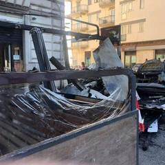 Incendio in piazza Garibaldi, distrutto il dehor del bar Style