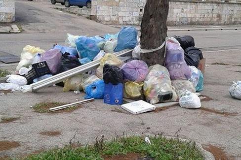 Molfetta fogna mal funzionante e rifiuti abbandonati il - Punto casa molfetta ...