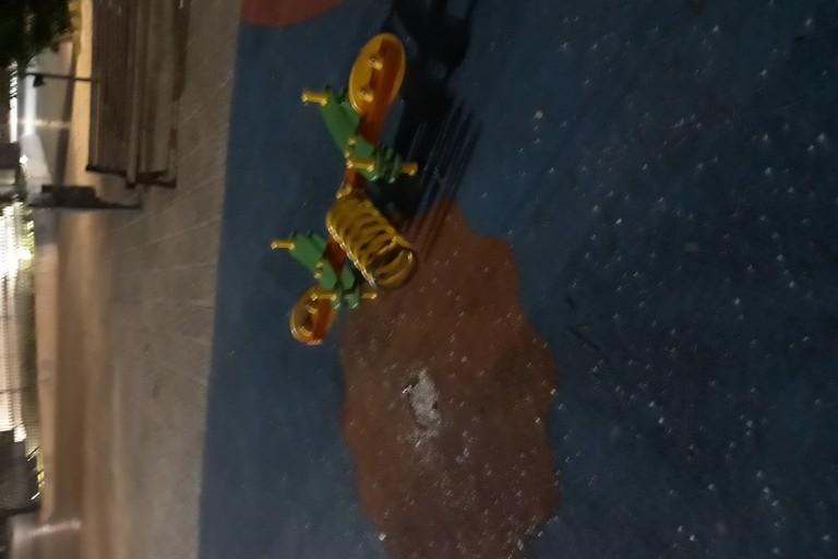 Giostrina vandalizzata