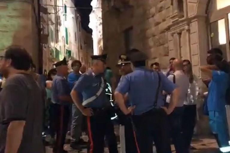Il presidio contro la presenza di Maroni e l'intervento dei Carabinieri