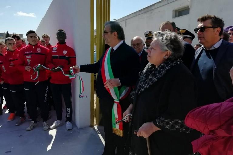 L'inaugurazione del campo sportivo a Benedetto Petrone