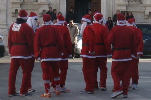 Gruppo Babbo Natale. <span>Foto Isabella de Pinto</span>