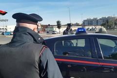 Speronano l'auto dei Carabinieri e fuggono via: paura in via Fiore