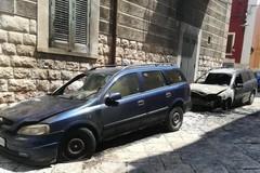 Notte di fuoco: distrutte due auto in via Sant'Alfonso