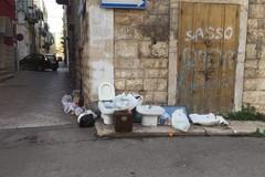 Ancora abbandono libero di rifiuti in città