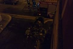 Botti, cassonetti a fuoco in via d'Azeglio