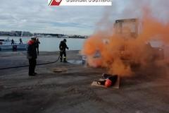 Esercitazione della Guardia Costiera: un incendio e un infortunato