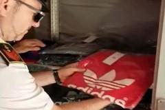 Negozio di capi contraffatti scoperto nel centro storico di Molfetta