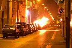 Altra auto incendiata nella notte. Cresce la paura