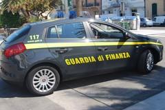 Sequestrata merce contraffatta, gli ambulanti si danno alla fuga
