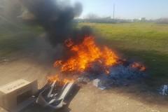 Torre Calderina: bruciano rifiuti speciali pericolosi - LE FOTO