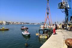 Recuperato il peschereccio affondato nel porto di Molfetta