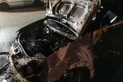 Tornano i roghi di auto. Bruciata una Dacia Sandero