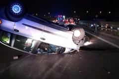 Spavento nella notte: auto si ribalta sulla 16 bis in territorio di Molfetta
