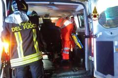 Schianto nella notte, auto contro il guard rail: due feriti
