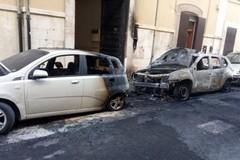 In fiamme le autovetture del vice comandante del carcere di Trani