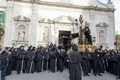 Ufficiale, la processione dell'Addolorata rinviata a domani