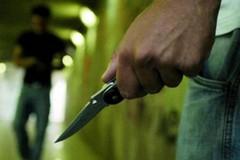 Minaccia con coltello imprenditore e dipendente. Gli chiedevano di riprendere i rifiuti abbandonati