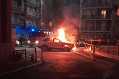 Auto in fiamme a Rione Paradiso