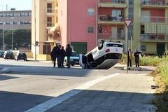 Sinistro tra due vetture, auto si ribalta nei pressi della Chiesa Madonna della Rosa