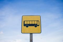 L'autobus per la scuola non passa: due studenti a piedi da Giovinazzo a Molfetta