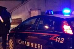 Ruba auto e ubriaco si mette alla guida: urta contro un muro e viene arrestato