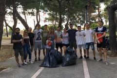 Piazza Primo Maggio a Molfetta ripulita dai cittadini