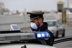 Decine di persone assembrate all'ingresso di un laboratorio d'analisi: intervengono i Carabinieri
