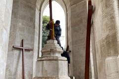Nuove croci sul monumento del Calvario di Molfetta