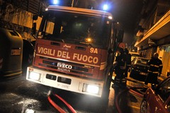 Incendiata una Volvo in via Crocifisso, paura e giallo