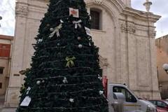 Rubati i pacchi regalo sistemati sotto l'albero di Natale su Corso Dante