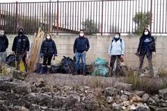 Volontari ripuliscono Molfetta. Con loro anche il neo assessore Poli