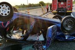 Auto si ribalta per evitare camion
