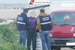 Pescivendolo ambulante abbandona rifiuti: denunciato dalla Guardia Costiera