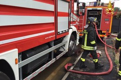 Auto in fiamme sulla SS 16 bis. Vigili del Fuoco al lavoro