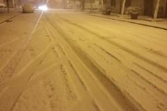 Neve, zona Asi in tilt: auto in panne. Ponte bloccato