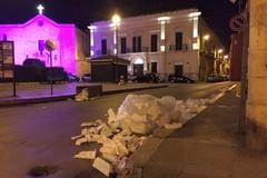 Atto vandalico a Piazza Cappuccini: rifiuti sparsi e abbandonati
