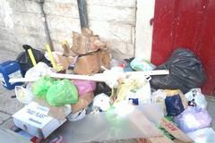 Rifiuti abbandonati, il Comune scrive agli amministratori condominiali