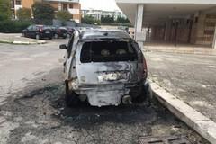 28 auto incendiate nel 2020. Il Liberatorio: «Siamo ancora al punto di partenza?»