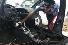 Iniziano a smontare auto rubate, ma arrivano i Carabinieri: arrestati
