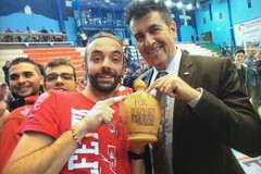 Terremoto, la solidarietà dei Fedelissimi. Lillo De Pinto: «Il cuore del PalaPoli è enorme!»