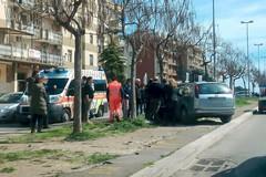 Via Achille Salvucci: auto fuori strada, finisce contro un albero