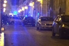 Due auto si scontrano in via Sergio Pansini
