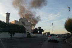 Incendio nei pressi del cantiere del nuovo porto di Molfetta