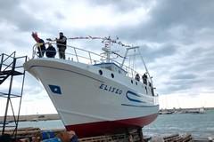 A Molfetta torna il varo di un peschereccio, Minervini: «Nuova vita per i cantieri»