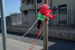 Carabiniere ucciso, a Molfetta spunta una coccarda tricolore: «Onore a voi tutti»