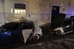 Ancora auto in fiamme a Molfetta. Nella notte rogo in piazza Paradiso